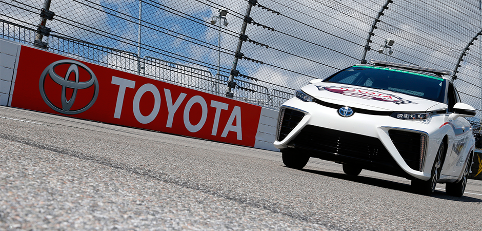 Mirai-Hydrogen-Cell-Car-Debuts-at-NASCAR