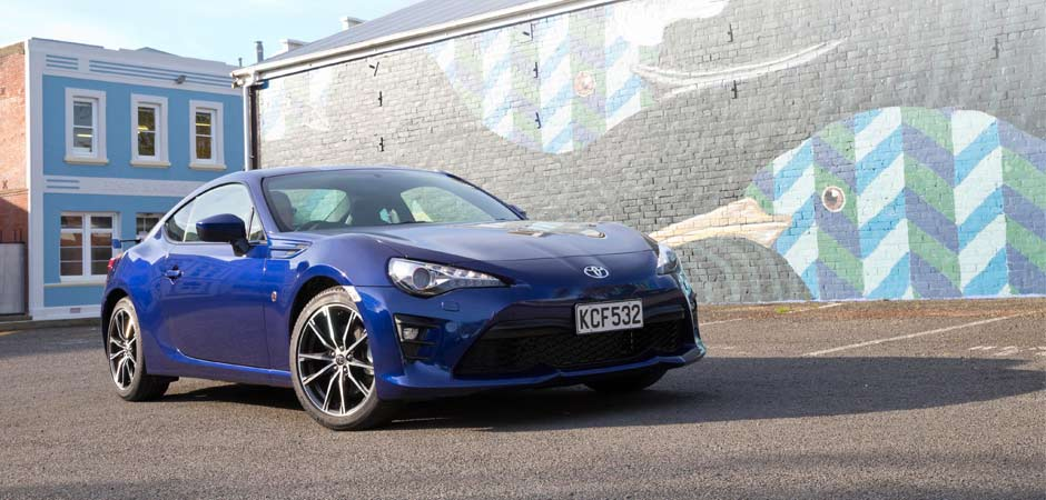 Progressive-changes-deliver-on-performance-in-the-2017-Toyota-86_HERO_940x450