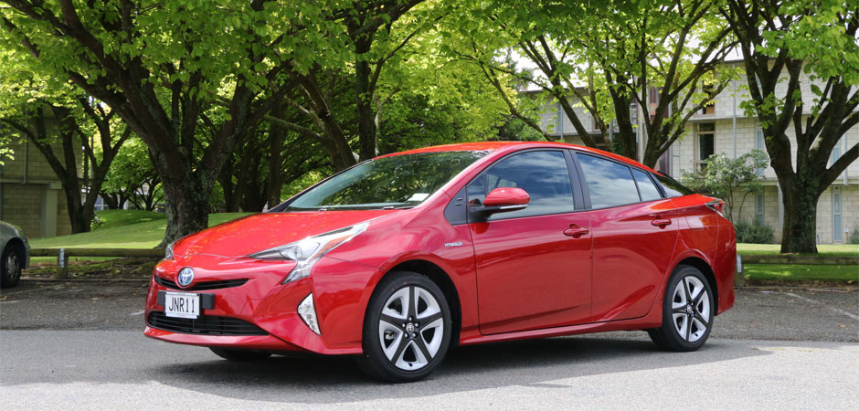 2016-Prius-GroundBreaking-Environment-Performance-Design-technology_HERO_940x450