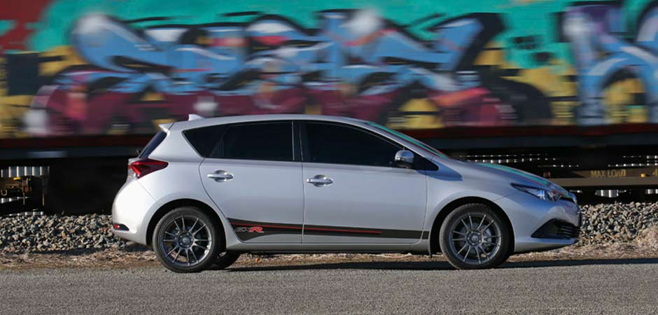 Corolla-GXR-earns-its-stripes_HERO_940x450