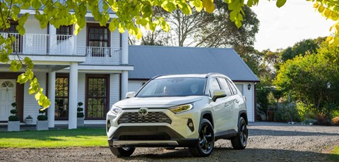 Toyota-new-vehicle-sales-set-record-Drive-Happy-retail-month_HERO_940x450