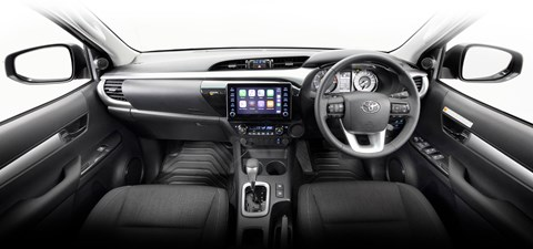 hilux-sr5-2wd-double-cab-interior-overview-1920x900