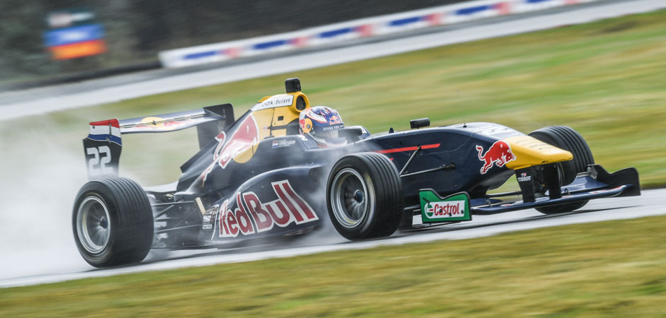 Richard-Verschoor-splashing-to-victory-at-Teretonga-Hero