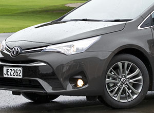 avensis-2017-features-accessorised-style-300x220-web