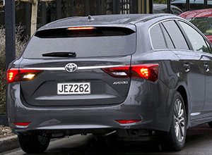 avensis-2017-travel-in-style-300x220